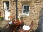 COBBLE COTTAGE, suoer king-size bed, woodburner, pet friendly, in Low Bentham, Ref. 20361