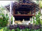 Intimate home in front of Matapalo surf break