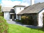 THE TICKET OFFICE, semi-detached, ground floor, off road parking, shared gardens, in Coniston, Ref 906562