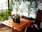 Sunny and Spacious 2 stories flat w lovely terrace