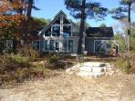 Beautiful Lake Front Cottage in Northern MI