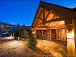 Rustic, Yet Modern Accommodations - High Quality Amenities (6694)