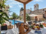 Charming villa 15th cent. by Sitges from 26-35!