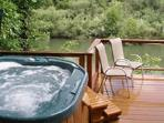 Firefly Lodge - Sparkling Riverfront Home in Healdsburg