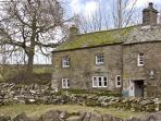 FELLGATE FARM, family friendly, character holiday cottage, with a garden in Helton, Ref 3787