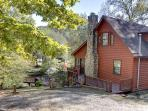 NANNY`S SHANTY-2BR/2BA- CHARMING CABIN ON THE TOCCOA RIVER, POOL TABLE, GAS LOG FIREPLACE, GAZEBO AT THE RIVER, FIRE PIT, GAS GRILL, WIFI, HOT TUB, GREAT FISHING AND TUBING, SLEEPS 8! ONLY $120/NIGHT!
