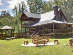 THE TROUT LODGE-3BR/2.5 BA LUXURY CABIN ON WOLF CREEK~ SLEEPS 7~ WiFi~ SUNKEN HOT TUB~ COVERED PORCHES~ $190/NIGHT!