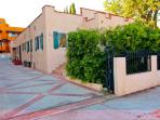 10% off SPECIAL! Hollywood-Melrose Area-Newer Apt