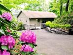 Big Oaks Pointe -- Less Than A Mile Walk from Downtown With Wooded Seclusion, a Seasonal View, and Sheltered Hot Tub
