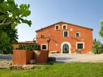 Mas Pigot, masia sourrended by vineyards and only