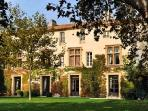 Historic Chateau Molyneux with Private Pool, Alfresco Dining & Daily Maid - Ideal for Large Groups