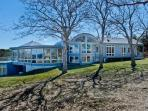 BLUFF HOUSE AT UPPER MAKONIKEY: GRAND WATER VIEWS & PRIVATE ASSOCIATION BEACHES - WT HWES-103