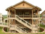 Walkin w/Fireplace, Pool, Hot tub and next to Silver Dollar City (3110604)