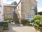 THE MEWS, cottage with woodburner, country views, use of spacious grounds, Masham Ref 23082