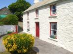THE FARMHOUSE, character cottage, pet-friendly, lawned garden, parking, near beach and Little Haven, Ref 23085