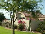 DESERT CONDO WITH GORGEOUS MOUNTAIN VIEWS--TENNIS HEAVEN!