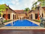 Villa Ayu - Luxury and style close to the action