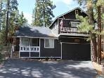 Bears Den is the perfect family getaway in Big Bear with Hot tub and Pool Table