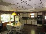 Large Open Kitchen with Extra Chairs-Gas Stove-Microwave-Fridge w/icemaker & Filtered Water