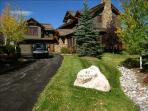 Exquisite 5BR Cordillera Home with Private Hot Tub and Sleeps 14