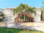 Fort Myers Beach / Walk-to-Beach Canal Home