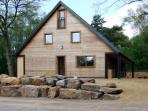 STANTON, family friendly, luxury holiday cottage, with hot tub in Ramshorn Wood Near Alton Towers, Ref 904180