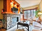Sophisticated Design and Tasteful Decor - Close to Ski Lifts and Gondola (6046)