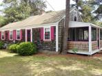 Vintage Beach cottage 2/10th of a mile to Sea Street Beach!