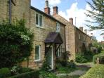 CAMPION COTTAGE, stone-built, woodburning stove, close to amenities, in Willersey, near Broadway, Ref 906999