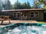 Pet-friendly  w/hot tub; deck; game room; basketball court