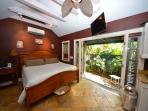 'ROYAL PALM' Bahama Village Cottage - Pvt Hot Tub - Perfect for Couples