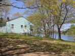 *Bridges Cottage - Oceanfront*wi-fi*private*cable*