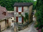 Picturesque Petite Maison in the village of Beynac