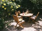 Garden relaxation area - shady extended meals at any time