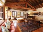 The perfect Florentine retreat: 2 Apts with 2 DBL
