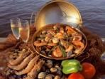 Gastronomy: Seafood and typical cataplana dishes