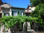 Splendid two bedroom house in tiny Tuscan village with swimming pool and private garden