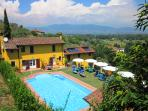 Colourful Tuscan farmhouse with amzing views, private swimming pool and garden