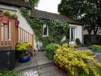 Cosy, traditional cottage with garden and parking.