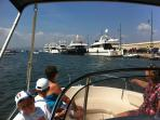 Organising holiday activities - boattrip to St Tropez