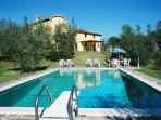 Grand Tuscan farmhouse with 7 bedrooms, private ou