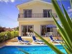 Superb 3-bed Villa by the Sea
