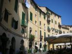 Lucca - not to be missed, cycle around the walls