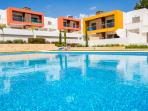 Luxurious 2 bed apt with 2 pools near the beach