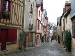 Meander through historic towns & streets - the medieval city of Le Mans (Plantagenet City) - with oo