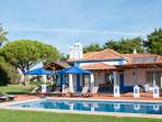 LUXURY 3 BEDROOM VILLA FOR 6 WITH PRIVATE POOLS IN OLHOS D'AGUA, ALBUFEIRA REF. ALMB134542