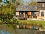 lakefront cottage with fishing & health club