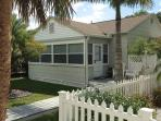 Perfect Location Cottage at Gulfport Beach