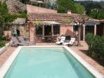 Villa in the village with its private pool & garde
