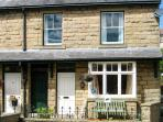 LYNTON, family friendly, country holiday cottage, with a garden in Tideswell, Ref 8870